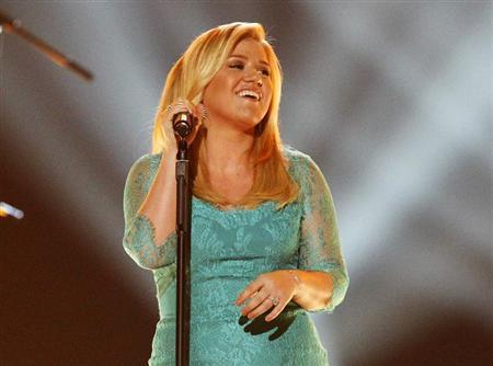 Kelly Clarkson performs ''Don't Rush'' during the 48th ACM Awards in Las Vegas April 7, 2013. REUTERS/Mario Anzuoni