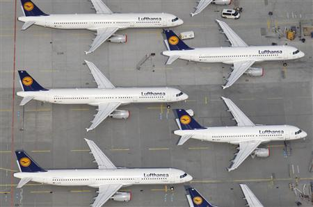 File aerial photo of Lufthansa planes parked on the tarmac of the closed Frankfurt's airport, April 19, 2010. REUTERS/Johannes Eisele/Files
