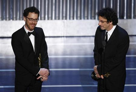 Ethan (L) and Joel Coen accept the Oscar for best screenplay for ''No Country for Old Men'' during the 80th annual Academy Awards, the Oscars, in Hollywood February 24, 2008. REUTERS/Gary Hershorn