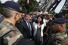 French Interior Minister Manuel Valls (2ndL) and Junior Minister of Crafts, Business and Tourism Sylvia Pinel (C) speaks with French soldiers patrolling near the Eiffel Tower in Paris August 2, 2013 during a tour focused on security at the city's top tourist areas. REUTERS/Benoit Tessier