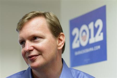 Campaign manager Jim Messina speaks with the media at President Barack Obama's new campaign headquarters in Chicago May 12, 2011. REUTERS/John Gress