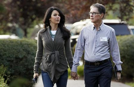 Boston Red Sox owner John Henry (R) with wife Linda Pizzuti arrives for the first session of annual Allen and Co. conference at the Sun Valley, Idaho Resort July 10, 2013. REUTERS/Rick Wilking