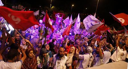 Supporters of the Islamist Ennahda movement wave flags as they chant slogans during a demonstration in support of the Ennahda government and against calls for its dissolution, outside the Constituent Assembly headquarters in Tunis, August 2, 2013. REUTERS/Zoubeir Souissi