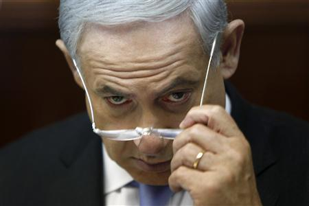 Israel's Prime Minister Benjamin Netanyahu attends the weekly cabinet meeting in Jerusalem August 4, 2013. REUTERS/Gali Tibbon/Pool