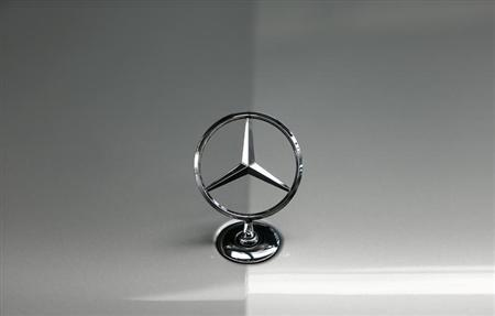 The bonnet emblem of a Mercedes-Benz car is pictured in a dealership of German car manufacturer Daimler in Munich May 17, 2013. REUTERS/Michaela Rehle