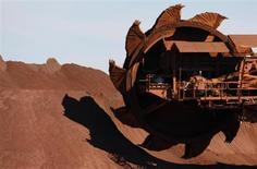 A bucket wheel reclaimer is moved into position at BHP Billiton's iron ore loading facility in Port Hedland, about 1,600 km (994 miles) north of Perth May 31, 2008. REUTERS/Tim Wimborne