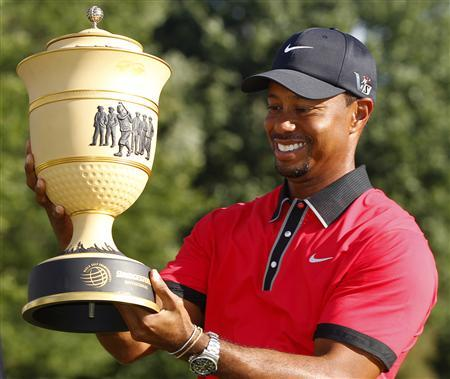 Tiger Woods of the U.S. holds the trophy after winning the WGC-Bridgestone Invitational golf tournament in Akron, Ohio, August 4, 2013. REUTERS/Matt Sullivan