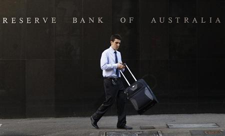 An office worker walks past the Reserve Bank of Australia (RBA) building in central Sydney April 2, 2013. REUTERS/Daniel Munoz