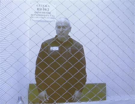 Jailed oil tycoon Mikhail Khodorkovsky is seen on a screen during an appeal for a reduced sentence at Russia's Supreme Court in Moscow August 6, 2013. REUTERS/Maxim Shemetov