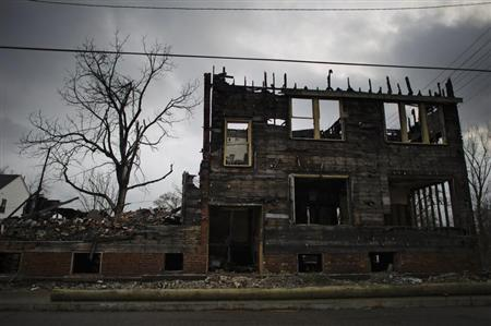 A burnt out abandoned apartment building is seen in Detroit, December 17, 2011. REUTERS/Mark Blinch