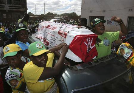 Supporters of ZANU-PF party celebrate with a coffin wrapped in a Movement for Democratic Change (MDC) flag in Mbare township, outside Harare August 4, 2013. REUTERS/Siphiwe Sibeko