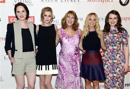 Cast members (L-R) Michelle Dockery, Laura Carmichael, Phyllis Logan, Joanne Froggatt and Sophie McShera pose for photographers before the panel for ''Downton Abbey'' during the PBS sessions at the Television Critics Association summer press tour in Beverly Hills, California August 6, 2013. REUTERS/Phil McCarten