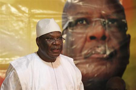 Presidential candidate Ibrahim Boubacar Keita speaks in front of a picture of himself during a news conference Bamako, Mali, August 4, 2013. REUTERS/Joe Penney