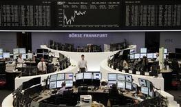 Les Bourses européennes sont reparties en hausse jeudi à mi-séance après une matinée hésitante. À Paris, le CAC 40 progresse de 0,75% à 4.068,13 points vers 11h GMT. À Francfort, le Dax avance de 0,86% et à Londres, le FTSE prend 0,5%. /Photo prise le 8 août 2013/REUTERS
