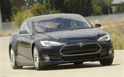 A Tesla Model S electric sedan is driven near the company's factory in Fremont, California, June 22, 2012. Tesla began delivering the electric sedan to customers on June 22. REUTERS/Noah Berger (UNITED STATES - Tags: TRANSPORT SCIENCE TECHNOLOGY BUSINESS) - RTR3417O
