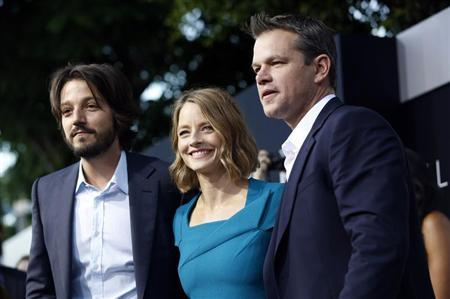 Cast members Diego Luna (L), Jodie Foster and Matt Damon pose at the world premiere of ''Elysium'' in Los Angeles, California August 7, 2013. The movie opens in the U.S. on August 9. REUTERS/Mario Anzuoni
