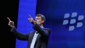 Presidente-executivo da Blackberry, Thorsten Heins, gesticula durante apresentação de lançamento de modelos Blackberry 10, em Nova York. 30/01/2013. REUTERS/Shannon Stapleton