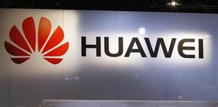Logo del fabricante chino de teléfonos móviles Huawei en su puesto en la Feria de Electrónicos de Consumo de Las Vegas. REUTERS/Rick Wilking