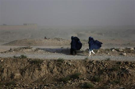 Women walk on a windy day outside Kabul July 23, 2013. REUTERS/Mohammad Ismail/Files