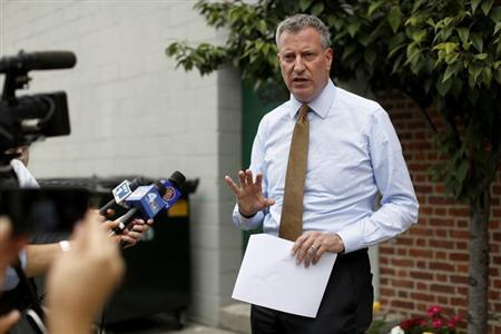 New York City mayoral candidate, Public Advocate Bill de Blasio, talks to the media during a campaign stop in the Brooklyn borough of New York August 8, 2013. REUTERS/Shannon Stapleton