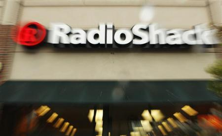 A Radio Shack store is seen in Cambridge, Massachusetts April 28, 2008. The consumer electronics retailer posted a lower first-quarter profit on Monday as an increase in promotions hurt gross margins. REUTERS/Brian Snyder
