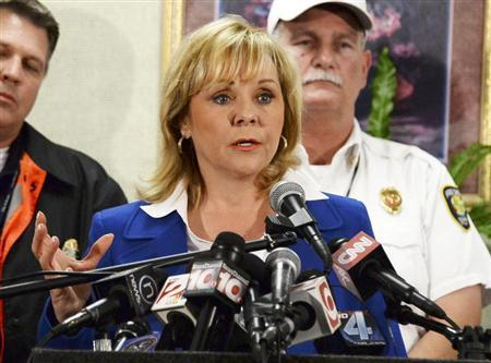 Oklahoma Governor Mary Fallin (C) speaks during a press conference with city officials in Moore, Oklahoma May 21, 2013. REUTERS/Gene Blevins