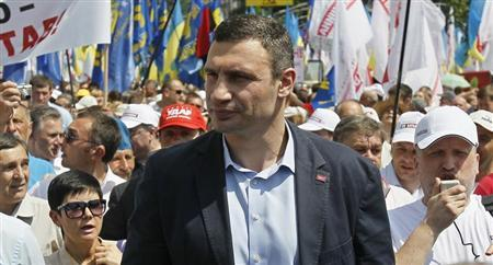UDAR (Punch) party leader Vitaly Klitschko (C) takes part in a rally in Kiev May 18, 2013. REUTERS/Gleb Garanich