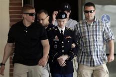 El soldado estadounidense Bradley Manning es escoltado tras una jornada de su juicio en la corte marcial de Fort Meade, en Maryland. REUTERS/Yuri Gripas. El soldado estadounidense Bradley Manning se disculpó el miércoles por entregar secretos de Estado al sitio web WikiLeaks hace tres años, en la mayor filtración de datos clasificados de la historia de Estados Unidos.