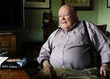 El ex escritor de temas políticos del diario Baltimore Sun posa en su casa de Charles Town, Virginia Occidental. 20 de abril, 2012. REUTERS/Kenneth K. Lam/The Baltimore Sun
