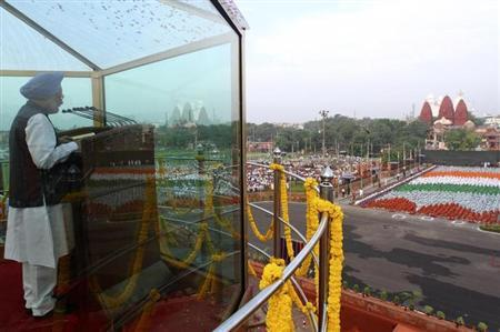 Prime Minister Manmohan Singh addresses the nation from a bullet-proof enclosure at the historic Red Fort during Independence Day celebrations in Delhi August 15, 2010. REUTERS/B Mathur/Files