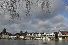 A rower is seen training on the River Thames at Henley-on-Thames, west of London in this April 27, 2012 file photograph. REUTERS/Toby Melville/Files