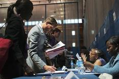 Les inscriptions hebdomadaires au chômage ont diminué contre toute attente aux Etats-Unis lors de la semaine au 10 août, revenant ainsi à un plus bas de près de six ans et témoignant d'une nouvelle amélioration du marché du travail américain. /Photo d'archives/REUTERS/Keith Bedford