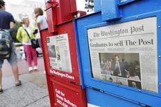 Una dispensadora de diarios ofrece copias del Washington Post cerca del Capitolio en Washington. Foto de archivo. REUTERS/Jonathan Ernst. El sitio de internet del Washington Post fue atacado por piratas informáticos y algunos lectores fueron redireccionados a una página web del Ejército Electrónico Sirio, un grupo que respalda al presidente sirio Bashar al-Assad, dijo el periódico el jueves.