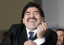 Diego Maradona sorri durante coletiva de imprensa em fevereiro deste ano, em Nápoles, Itália. A estrela do futebol vai assessorar uma equipe da quinta divisão do futebol da Argentina. 26/02/2013 REUTERS/Ciro De Luca