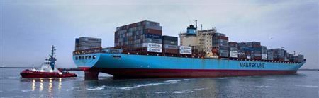 The Carsten Maersk, the first container ship to sail from Japan to Rotterdam since the nuclear disaster at Fukushima, enters Europe's largest port, Rotterdam April 14, 2011. REUTERS/Jerry Lampen