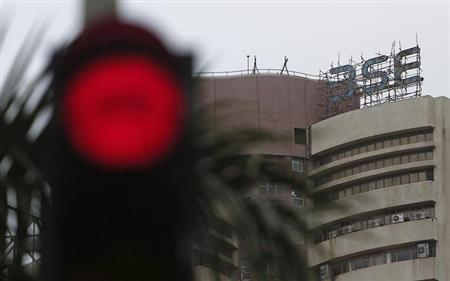 The Bombay Stock Exchange (BSE) building is pictured next to a traffic signal in Mumbai August 16, 2013. REUTERS/Danish Siddiqui