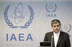 فريدون عباسي ديواني رئيس هيئة الطاقة الذرية الإيرانية في مؤتمر صحفي في فيينا يوم 17 سبتمبر ايلول 2012. تصوير: هروينج برامر - رويترز
