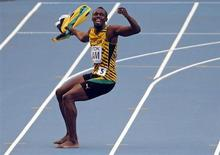 Atleta Usain Bolt comemora após vitória da Jamaica no revezamento 4x100 metros rasos masculino, no estádio Luzhniki, em Moscou, 18 de agosto de 2013. Bolt, um dos maiores atletas olímpicos da história, tornou-se o maior vencedor de campeonatos mundiais de atletismo da história com a vitória da Jamaica no revezamento 4x100 metros rasos neste domingo. 18/08/2013 REUTERS/Phil Noble