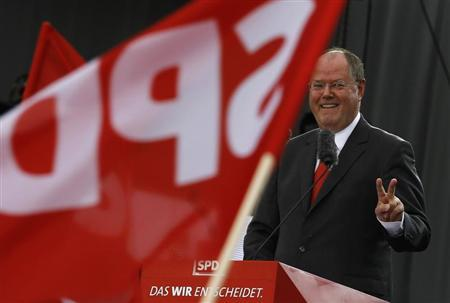 Peer Steinbrueck, the Social Democratic party (SPD) candidate in the upcoming general elections, gestures while delivering a speech at his party's 150-year-anniversary celebration, the Deutschlandfest, at Brandenburg Gate in Berlin, August 17, 2013. REUTERS/Thomas Peter