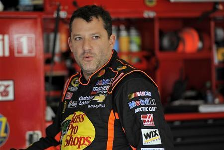 NASCAR Sprint Cup Series driver Tony Stewart, of the number 14 car, speaks with crew members in the garage during practice for the Daytona 500 qualifying at Daytona International Speedway in Daytona Beach, Florida, February 16, 2013. REUTERS/Brian Blanco