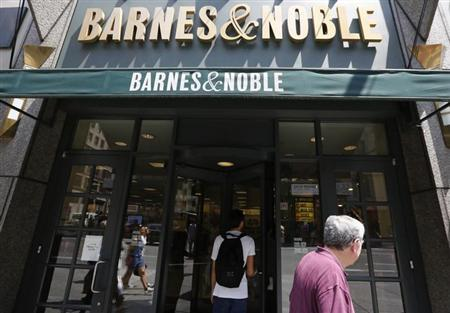Customers enter a Barnes and Noble store in New York June 25, 2013. REUTERS/Brendan McDermid/Files
