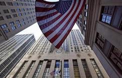 Vista del exterior de Junta de Comercio de Chicago (CBOT). REUTERS/Jim Young. La actividad económica nacional de Estados Unidos mejoró en julio respecto del mes anterior, mostró el martes un sondeo de la Reserva Federal de Chicago.