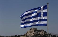 Une mission de la Banque centrale européenne s'est rendue mercredi à Athènes afin de vérifier si la Grèce respecte bien les obligations contractées auprès de ses créanciers internationaux alors que certains responsables évoquent un possible troisième plan d'aide pour le pays. /Photo prise le 21 août 2013/REUTERS/John Kolesidis