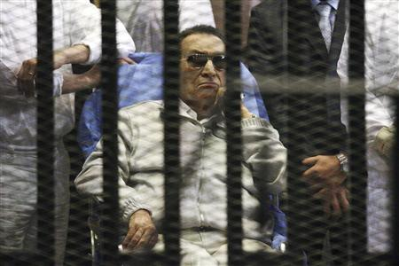 Egypt's ousted President Hosni Mubarak sits inside a dock at the police academy on the outskirts of Cairo in this April 15, 2013 file photo. REUTERS/Stringer/Files