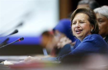 Malaysia's central bank governor Zeti Akhtar Aziz speaks during a news conference at their headquarters in Kuala Lumpur August 21, 2013. Malaysia's current account surplus plunged in the second quarter on weakening exports, overshadowing a slight acceleration in economic growth and highlighting the country's vulnerability to market selloffs that have rocked several other Asian economies. REUTERS/Bazuki Muhammad