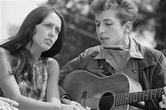 Singers Joan Baez and Bob Dylan perform together during the March on Washington for Jobs and Freedom in this August 28, 1963 file photo shot by U.S. Information Agency photographer Rowland Scherman and provided to Reuters by the U.S. National Archives in Washington on August 21, 2013. REUTERS/Rowland Scherman/U.S. Information Agency/U.S. National Archives