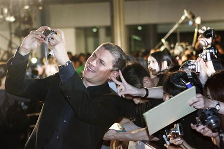 Actor Wentworth Miller takes a picture with fans at the ''Resident Evil: Afterlife 3D'' Tokyo premiere September 2, 2010. REUTERS/Kim Kyung-Hoon