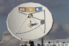 RTL Group a annoncé jeudi qu'il verserait un dividende intérimaire de 2,50 euros par action, invoquant un niveau de trésorerie élevé au premier semestre après une hausse de 9% de son Ebita à 552 millions d'euros. /Photo d'archives/REUTERS/Wolfgang Rattay