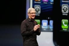 Apple Inc. CEO Tim Cook takes the stage after the introduction of the iPhone 5 during Apple Inc.'s iPhone media event in San Francisco, California in this September 12, 2012 file photograph. REUTERS/Beck Diefenbach/Files