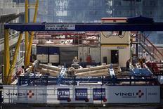 Workers are seen at a Vinci construction site in the financial district of La Defense, near Paris August 1, 2013. REUTERS/Benoit Tessier